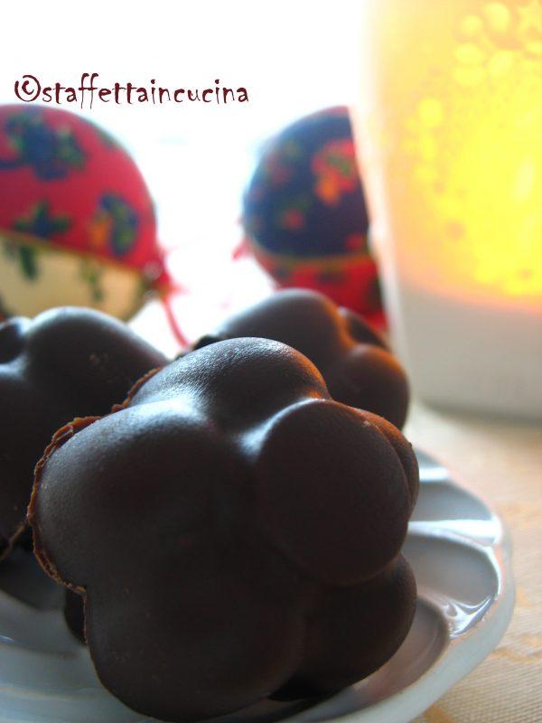 cioccolatini fondenti alla ciliegia