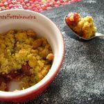 Crumble di ciliegie e pistacchi