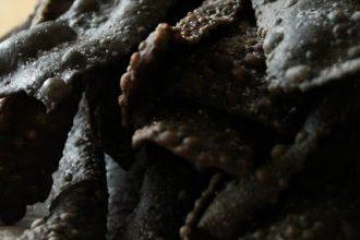 crostoli salati al nero di seppia