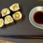 Maki con salmone affumicato e avocado