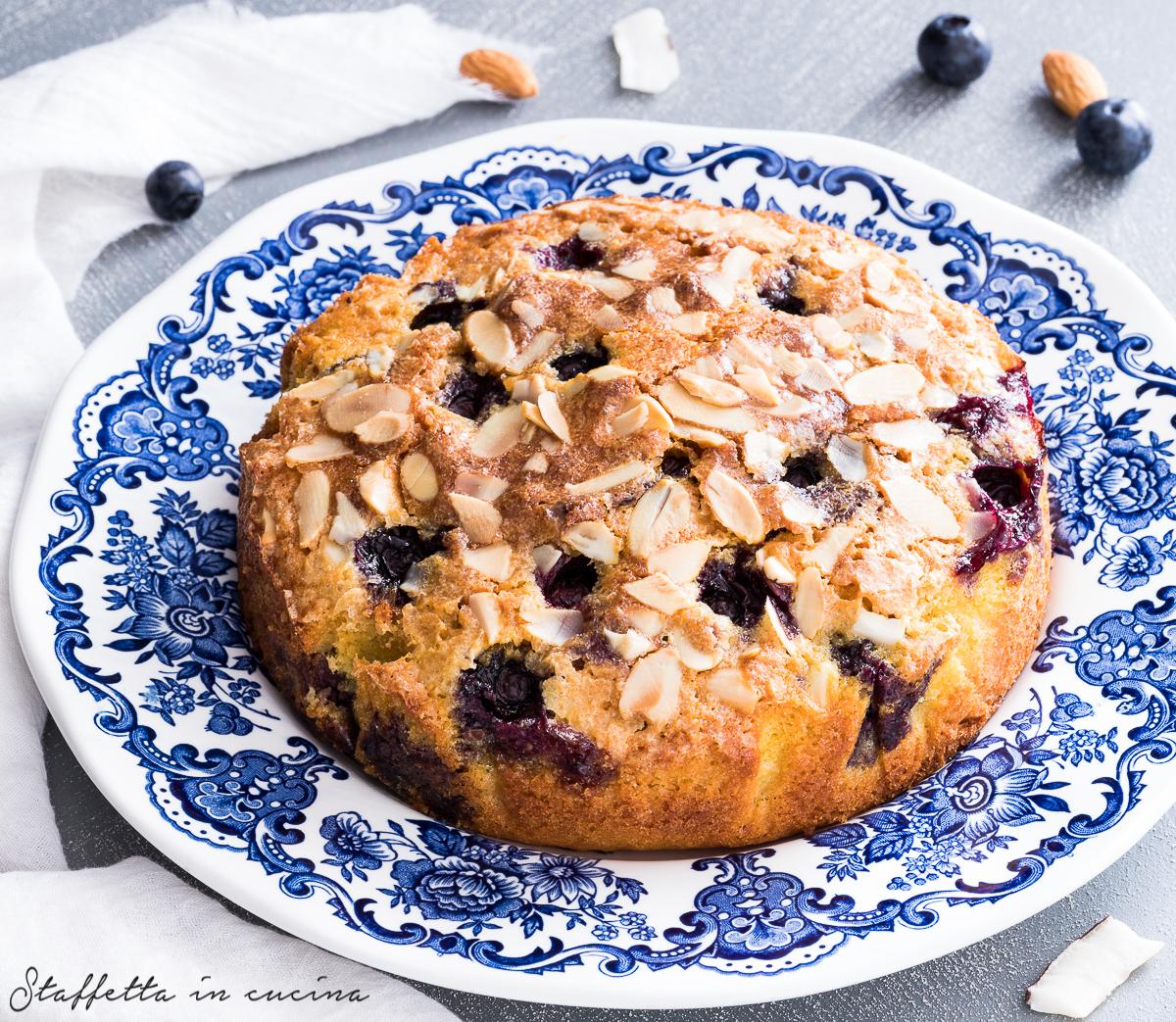 torta cocco e mandorle con mirtilli