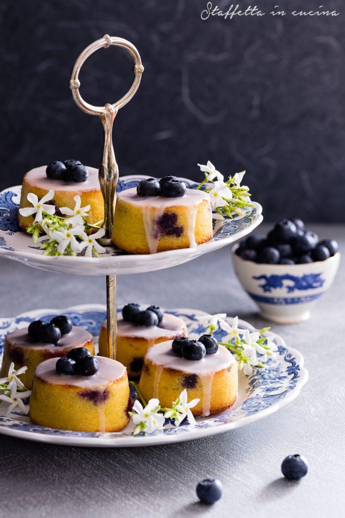 tortine ai mirtilli con glassa al limone
