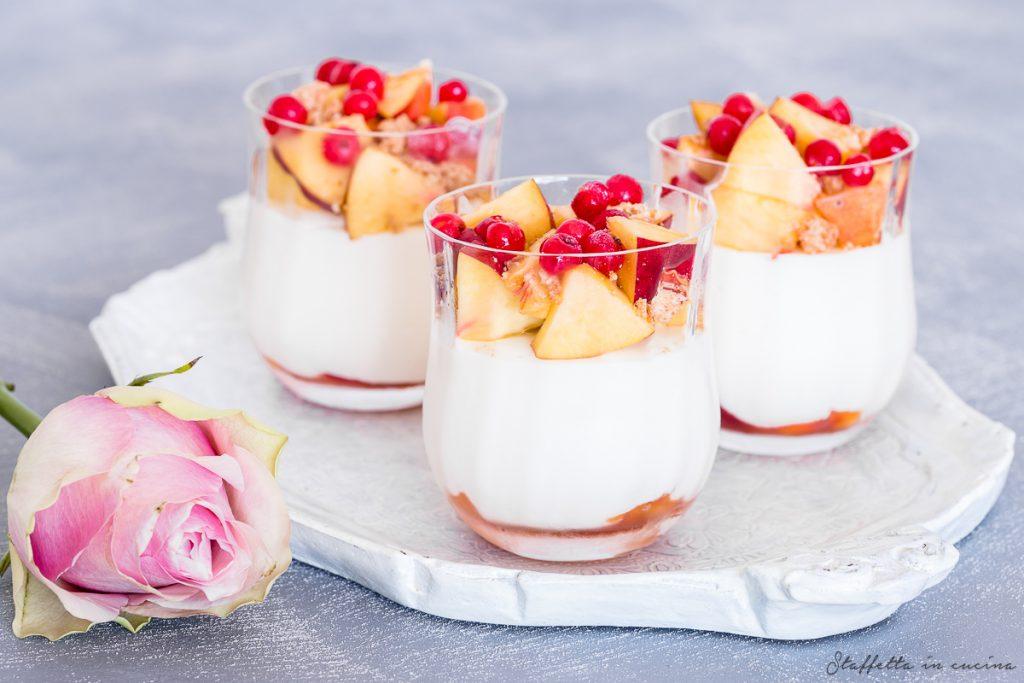 mousse allo yogurt e pesche