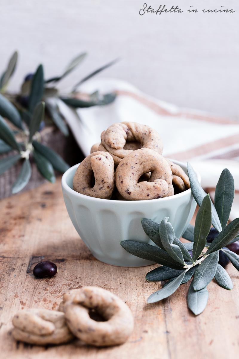 tarallini alle olive nere
