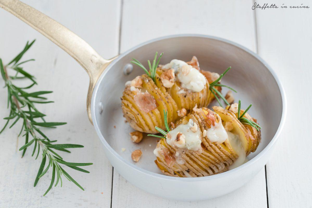 patate hasselback con gorgonzola e speck